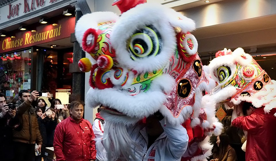 chinatown london-chinese new year lion dance