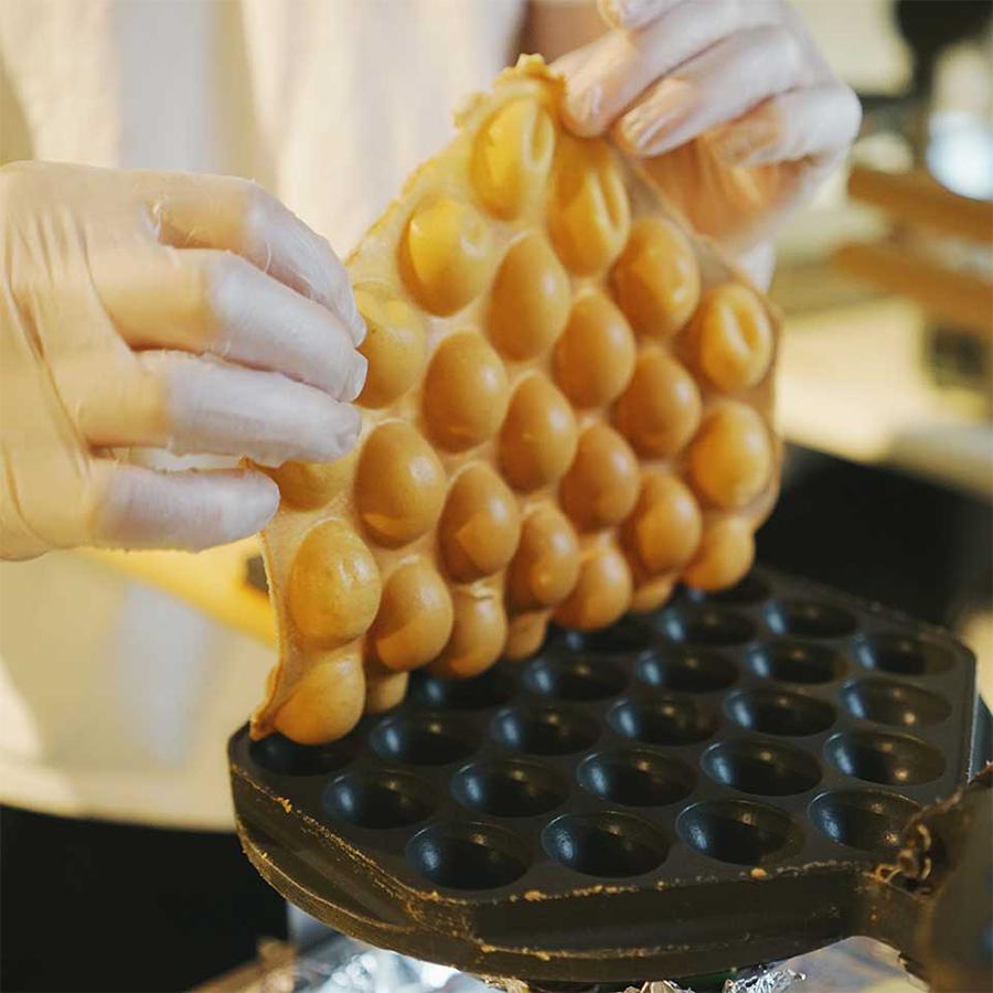 making egg waffle cone